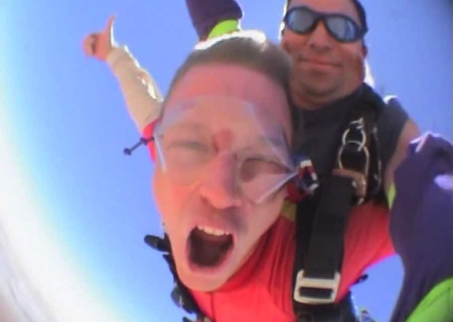 How to jump off a plane from 10 000 feet