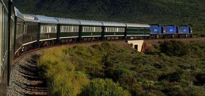 Rovos Rail train passing in the Outeniqua mountains